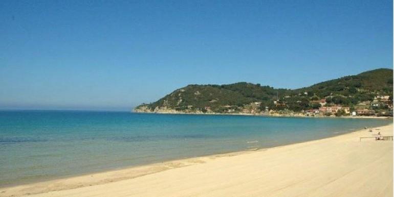 spiaggia biodola davanti casa